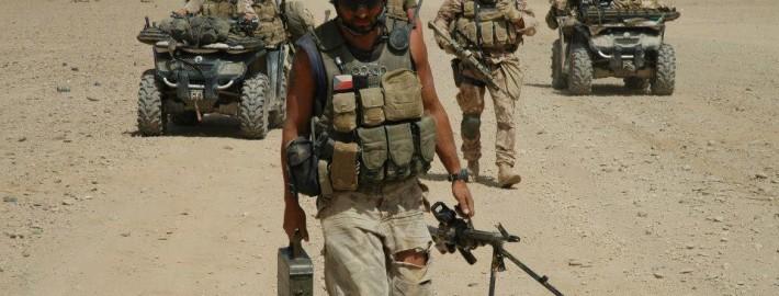 Pět vojenských policistů bylo oceněno za své působení v jedné z nejnebezpečnějších misí v afghánském Hílmandu v roce 2007 a 2008. Čeští hrdinové z Afghánistánu se dočkali ocenění – Uvnitř...